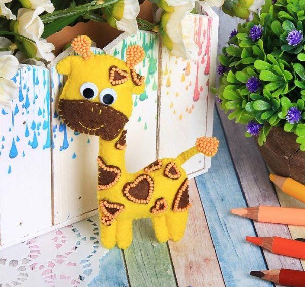 Игрушка из фетра «Жираф»
